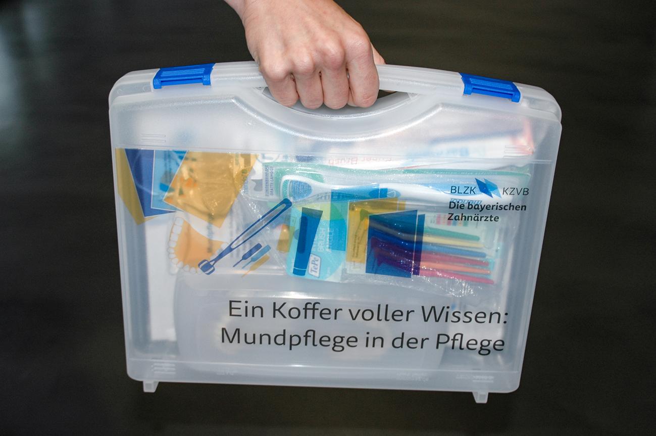Ein Koffer voller Wissen: Mundpflege in der Pflege, Bild 1